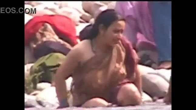 Indian big boobs aunty caught by maid during bath