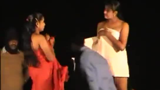Two desi girls outdoor nude show on her picnic trip