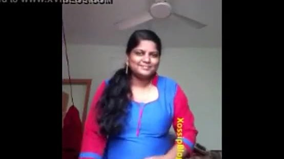 Huge boobs mallu aunty showing to boy friend 1
