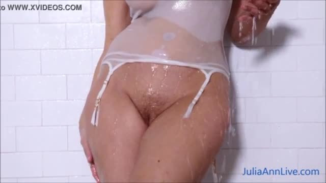 Desi indian girl hot shower showing boobs and her wet pussy