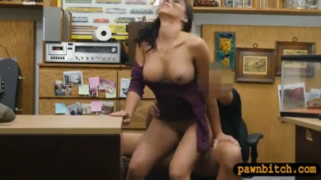Huge tits amateur babe gets twat nailed at the pawnshop