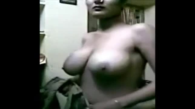Horny indian aunty dress changing mms